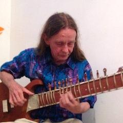 Gitarrist und Sitarspieler Manfred Flathe